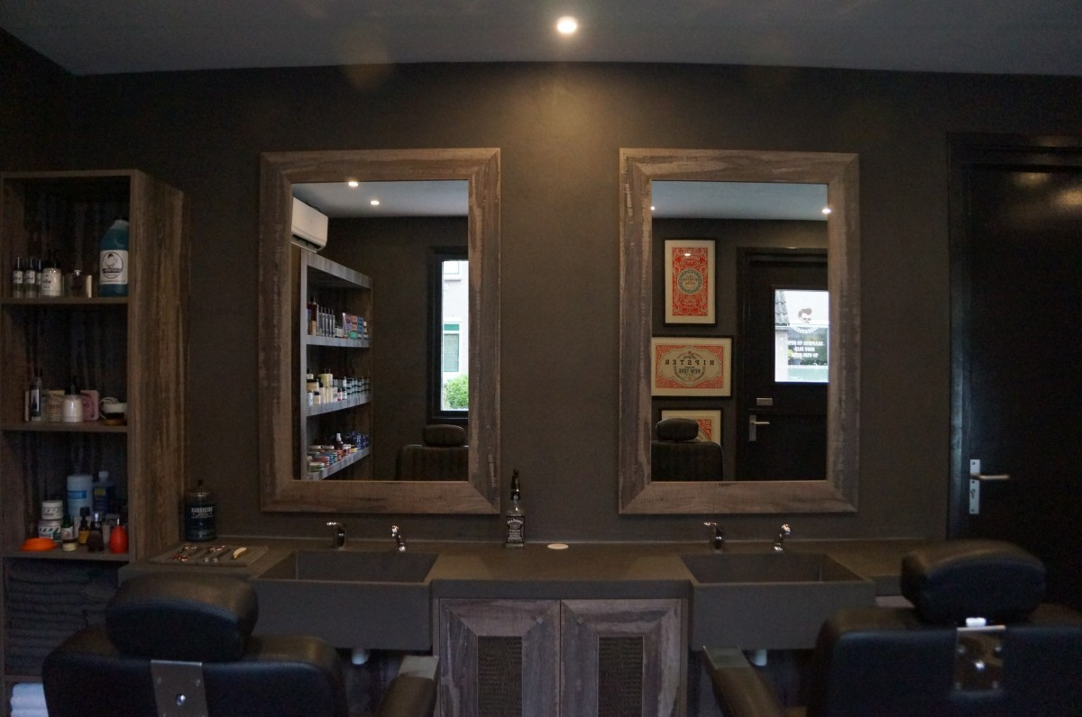 B4men Barbershop interieur met spiegels