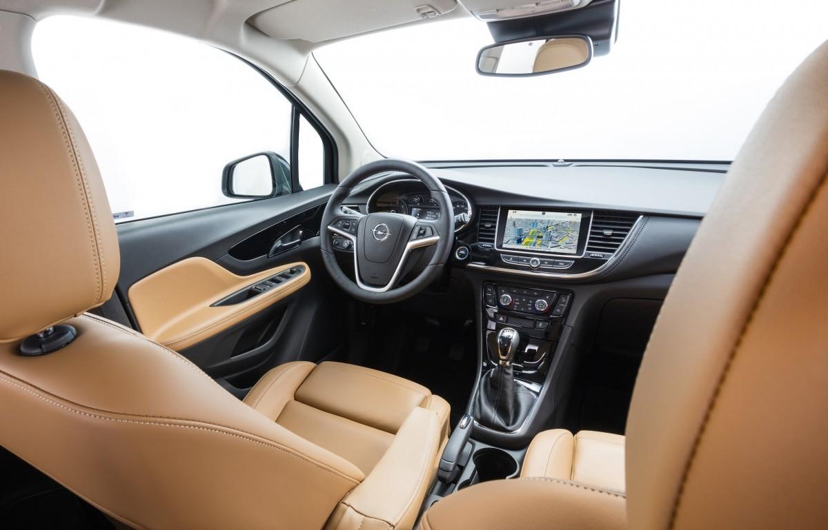 De opel mokka x overtuigt de avontuurlijke autorijder b4men for Opel astra f interieur