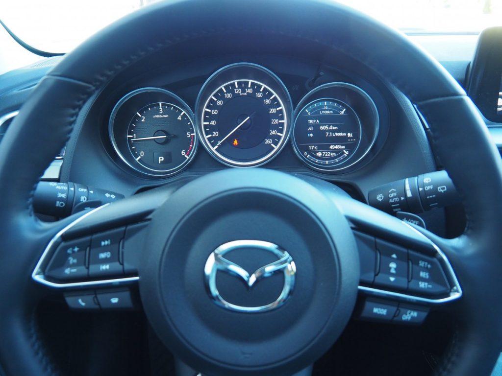 stuur van de Mazda 6