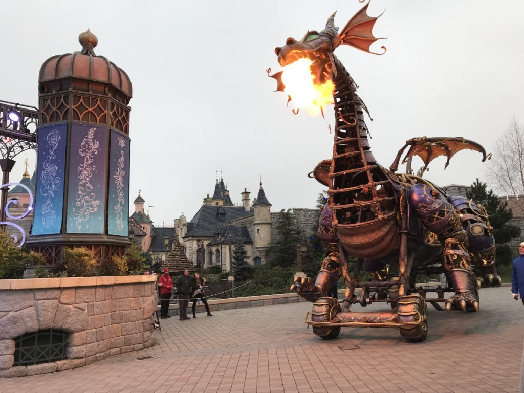 Maleficent draak in de Disney parade
