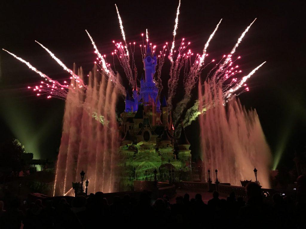 Eindshow bij het Disney kasteel met vuurwerk
