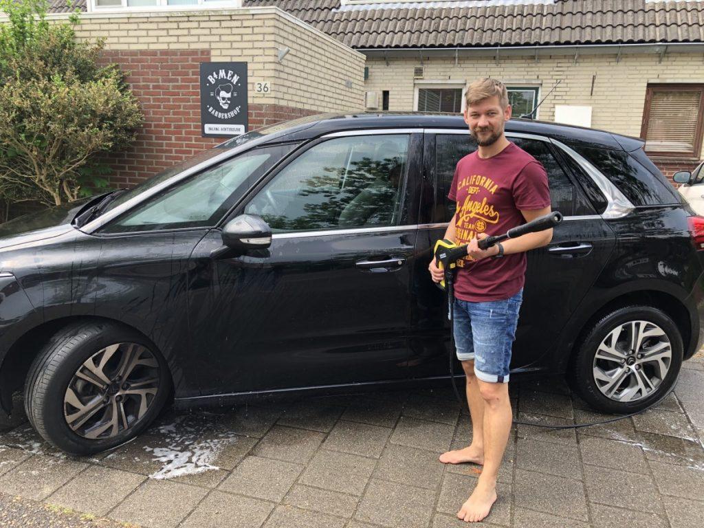 De auto wassen met de Karcher K4 Premium Full Control Home