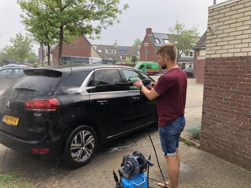 Auto wassen met de Gamma Hogedrukreiniger