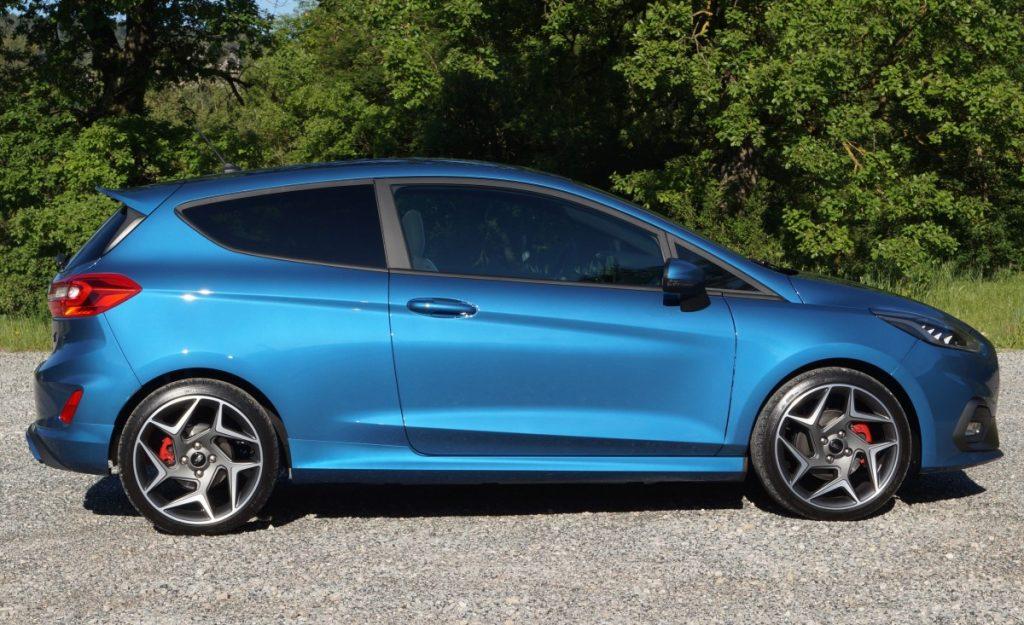 Blauwe Ford Fiesta ST