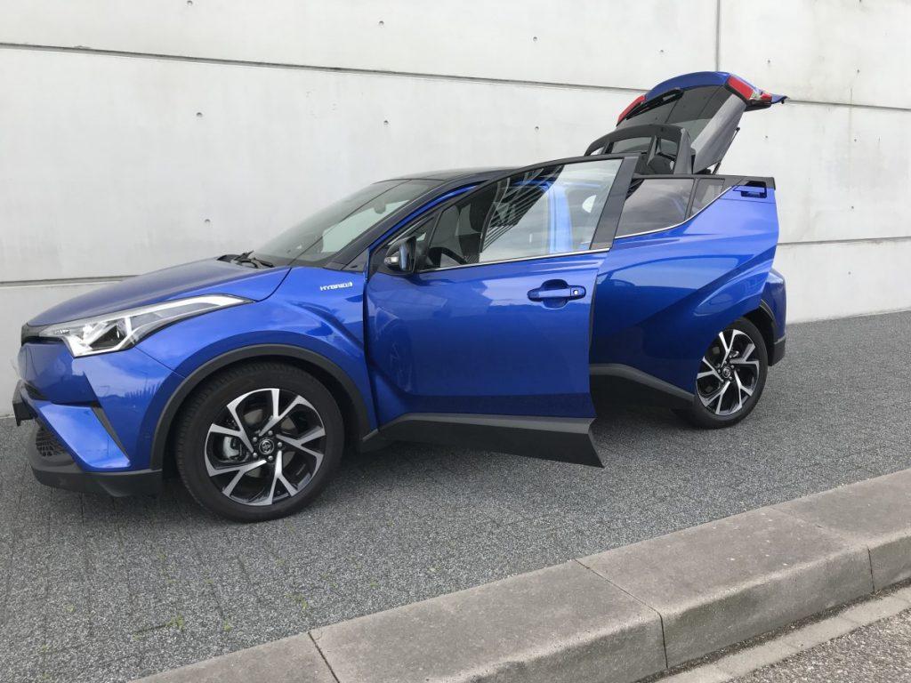 Toyota C-HR Adventure 1.8 hybride met open deuren