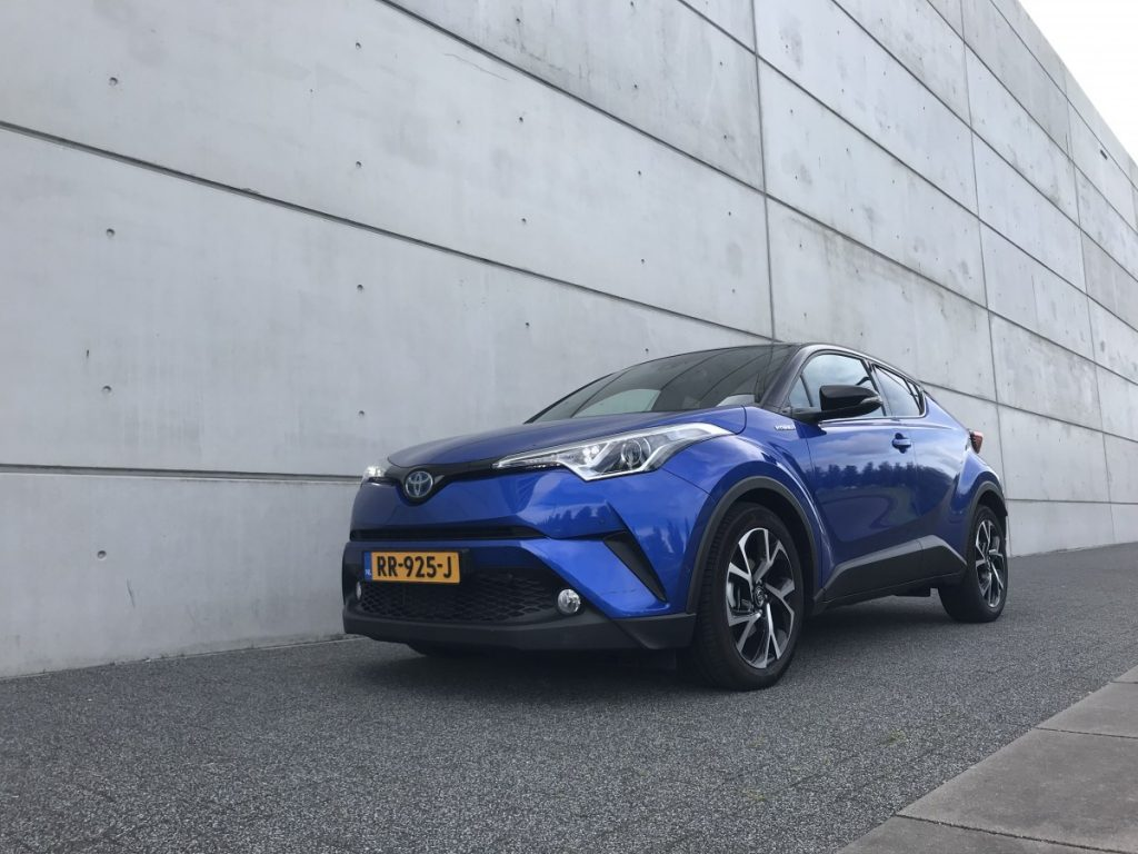 Toyota C-HR Adventure 1.8 hybride links voor aanzicht