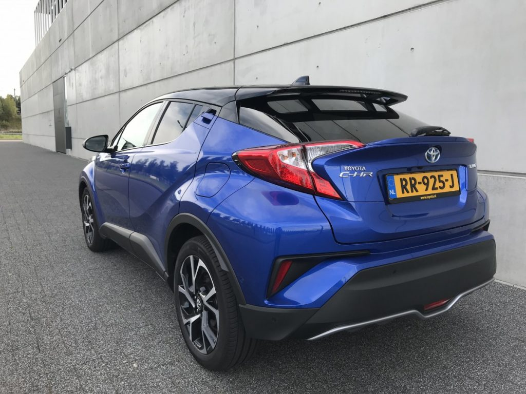 Toyota C-HR Adventure 1.8 hybride linksachter aanzicht