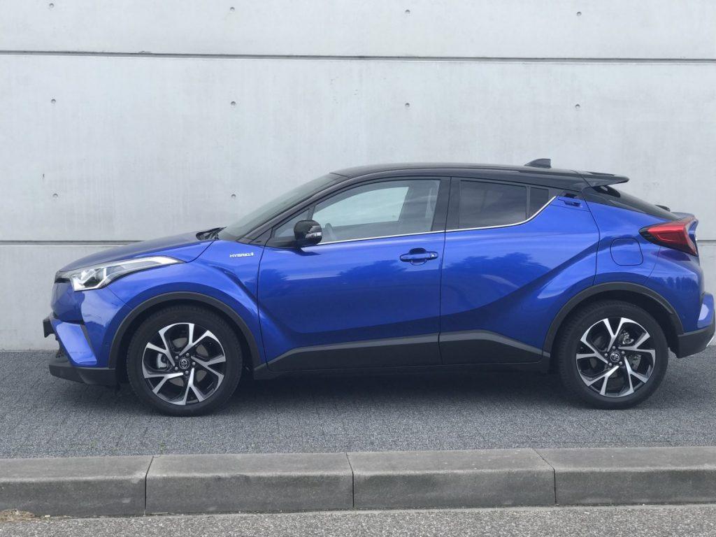Toyota C-HR Adventure 1.8 hybride zij aanzicht