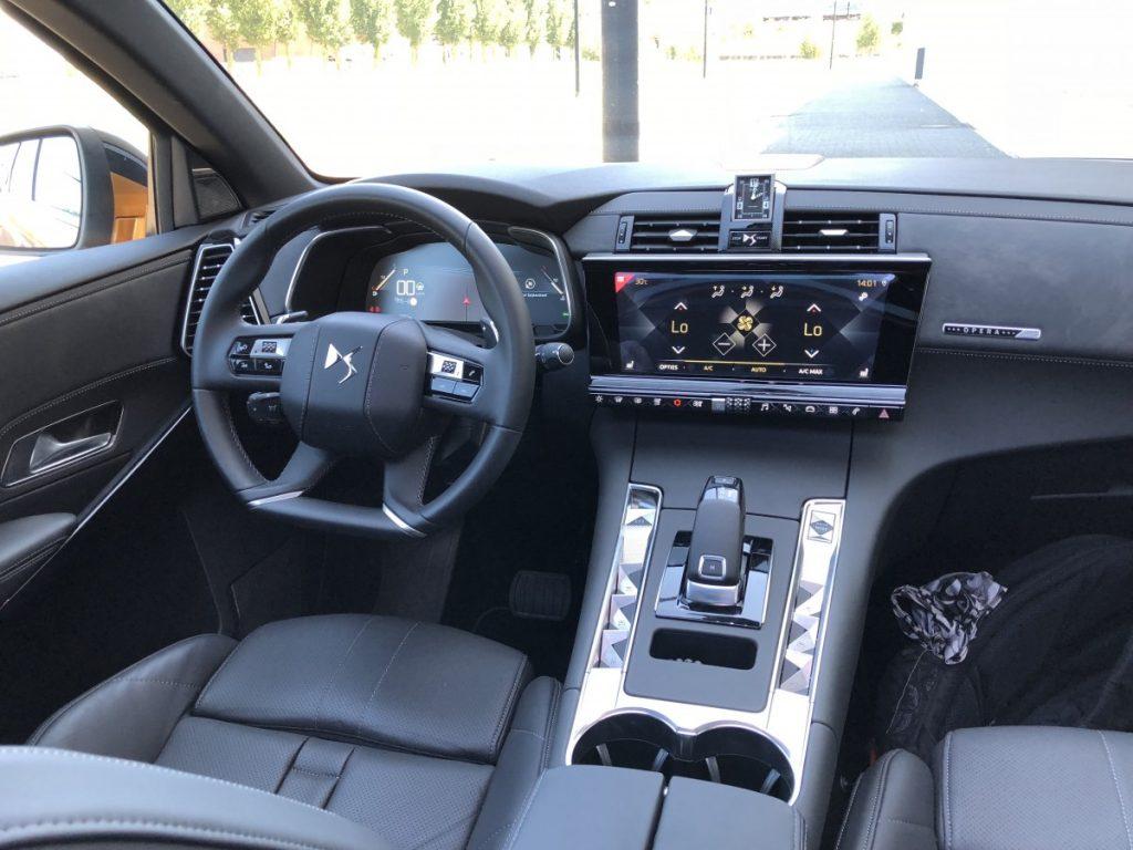 De hele cockpit van de DS 7 is bijzonder en heeft heel veel design.