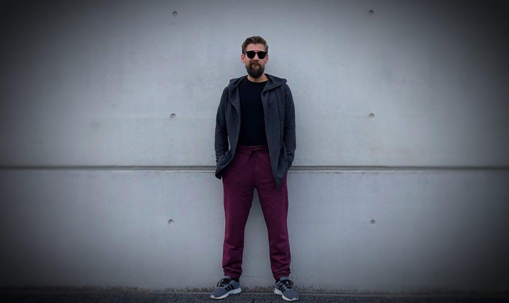 Joggingbroek van Converse, Shirt Bamigo en Vest Primark