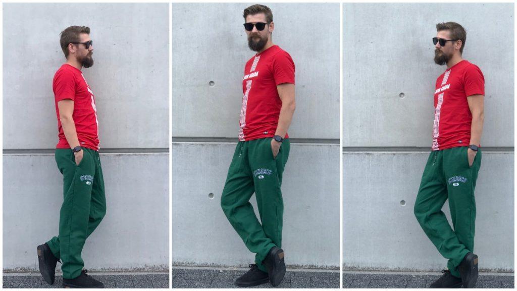 Veel kleur met deze groene joggingbroek en rood shirt
