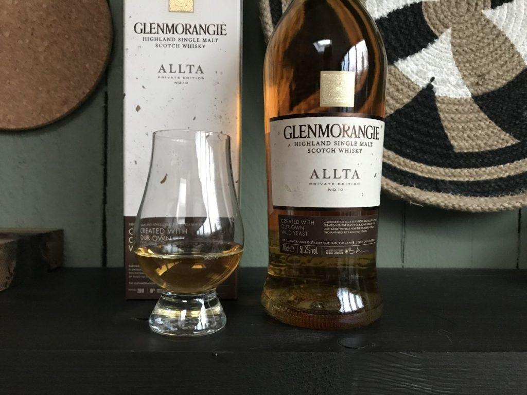 Glas met whisky van de Glenmorangie Allta