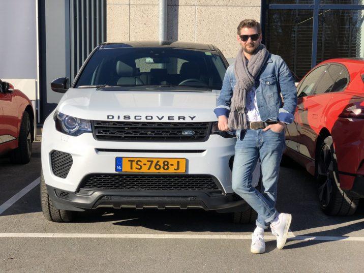 Jan Willem Huffmeijer met de Land Rover Discovery Sport