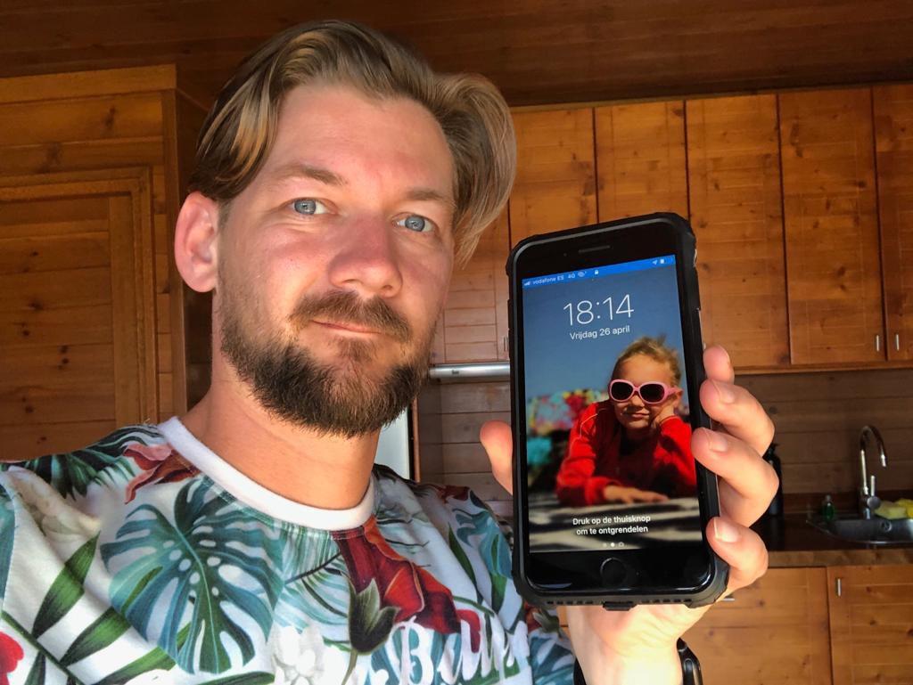 """Jan Willem Huffmeijer helemaal blij met zijn """"oude iPhone 7"""" Ik kies voor Sim Only abonnement."""