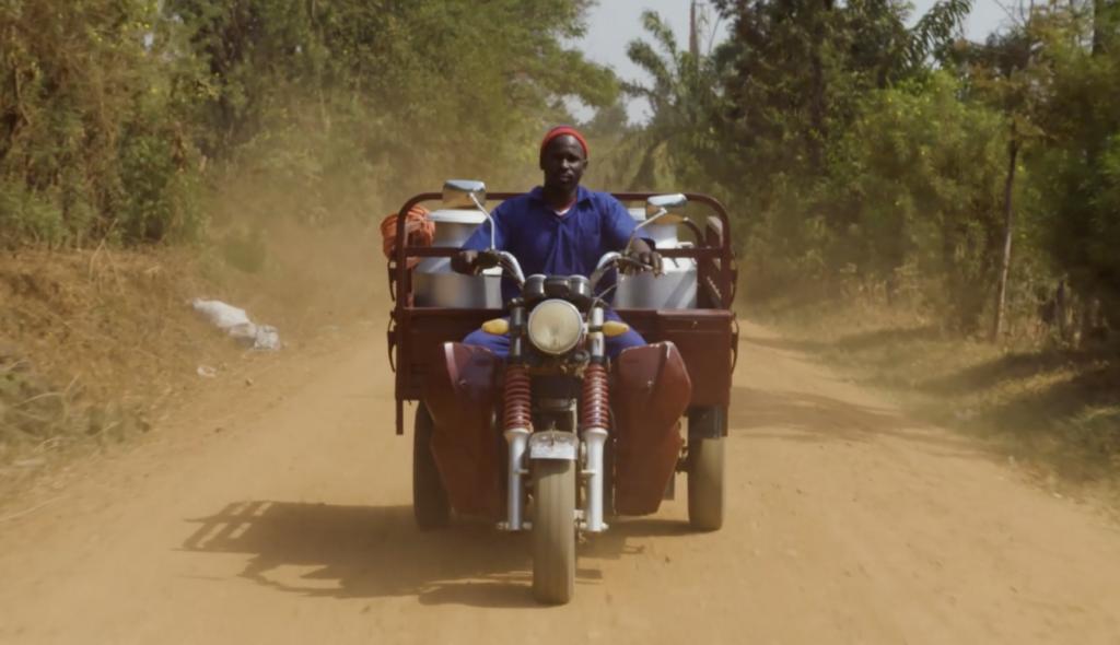 Man uit Uganda op zijn motor. Dit is voor hem geluk