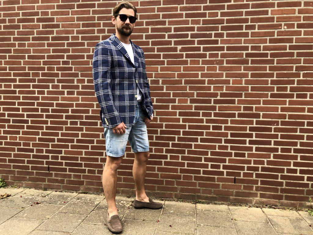 De outfit sportief maar stijlvol gedragen