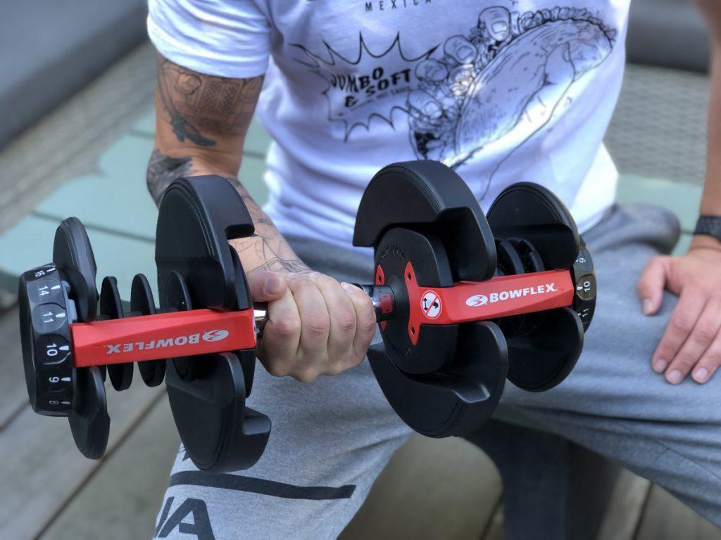 Jan Willem is lekker buiten aan het fitnessen