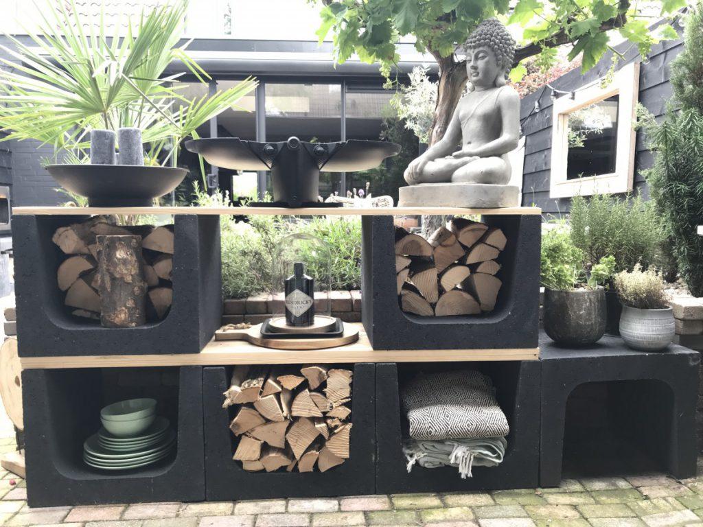 Stoere buitenkeuken met hout en beton u elementen