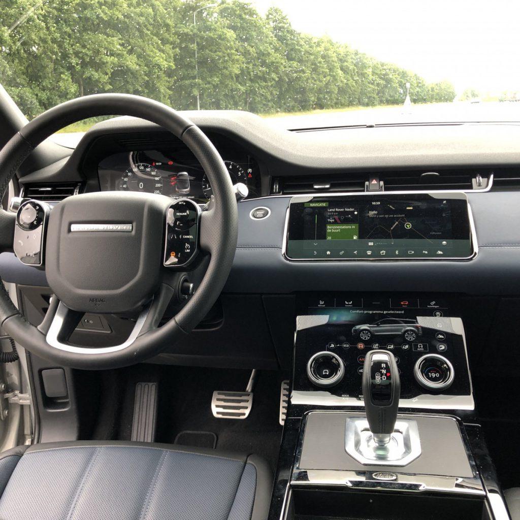 Binnenin de auto is het dashboard echt heel gaaf geworden
