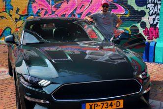 Jan Willem Huffmeijer bij de Ford Mustang V8 Bullit