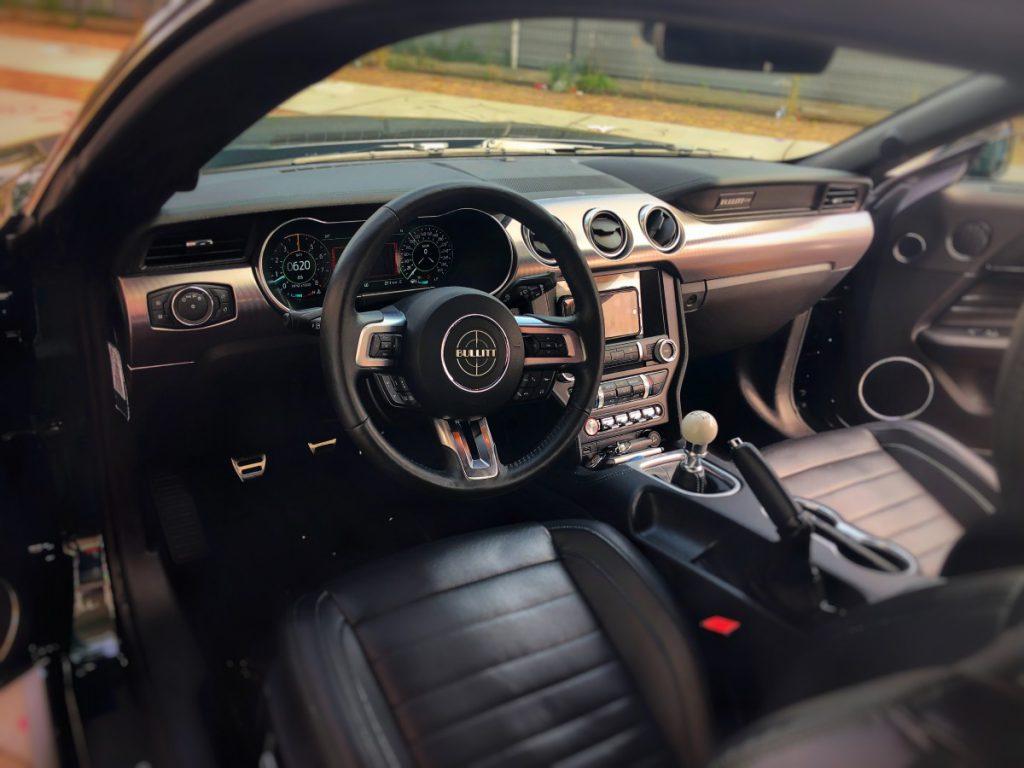 Een kijkje op de Hat dashboard van de Ford Mustang