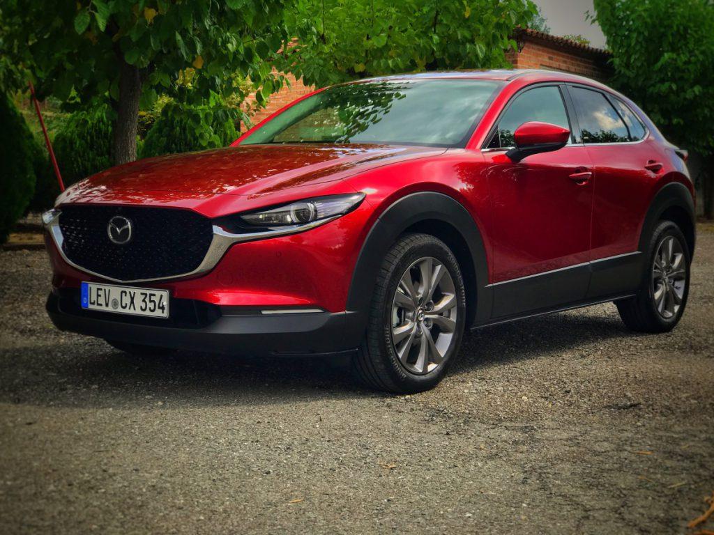 De Mazda CX 30 links voor aanzicht