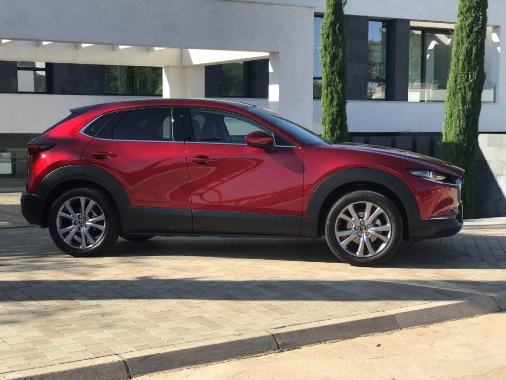 DE Mazda vanaf de zijkant gezien