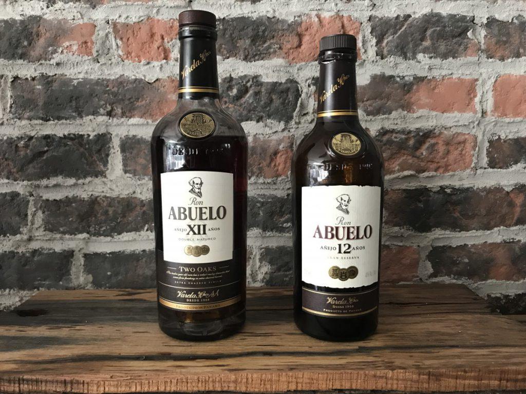 Een mooi vergelijk van de twee flessen van de Abuelo rum 12 jaar oud