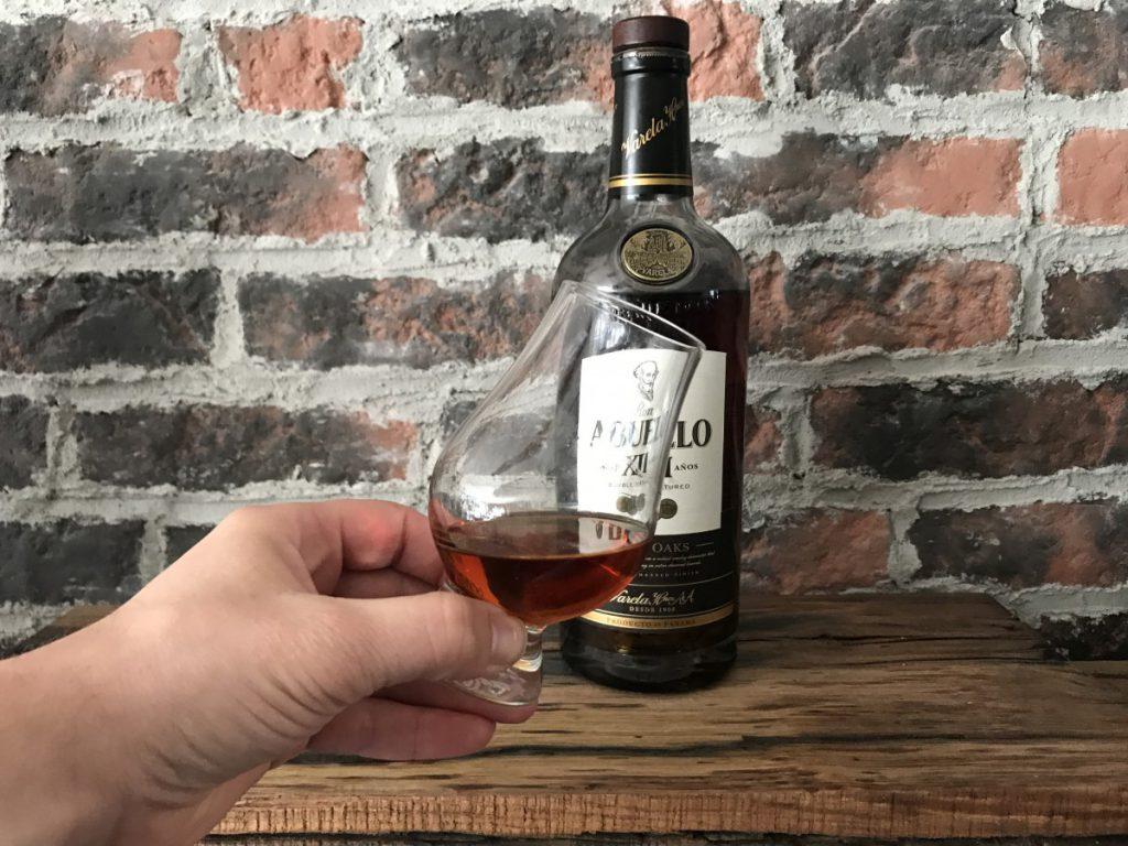 Een heerlijke rum en een mooie diepe bruine kleur van de Abuelo