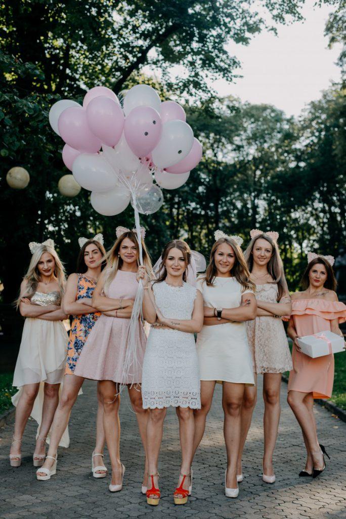 Bruidzilla is actie met haar vriendinnen