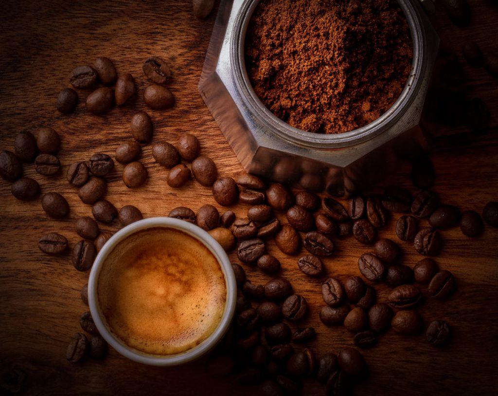koffiezetten met een mokkapot