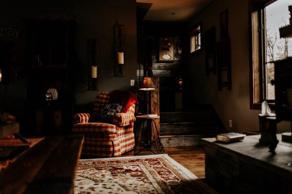 een donker stoer interieur