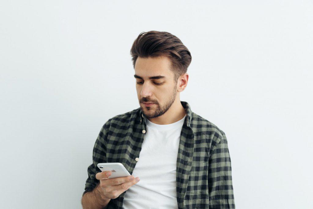 Trends in kapsels voor mannen in 2020  de  jaren 80 komen helemaal terug