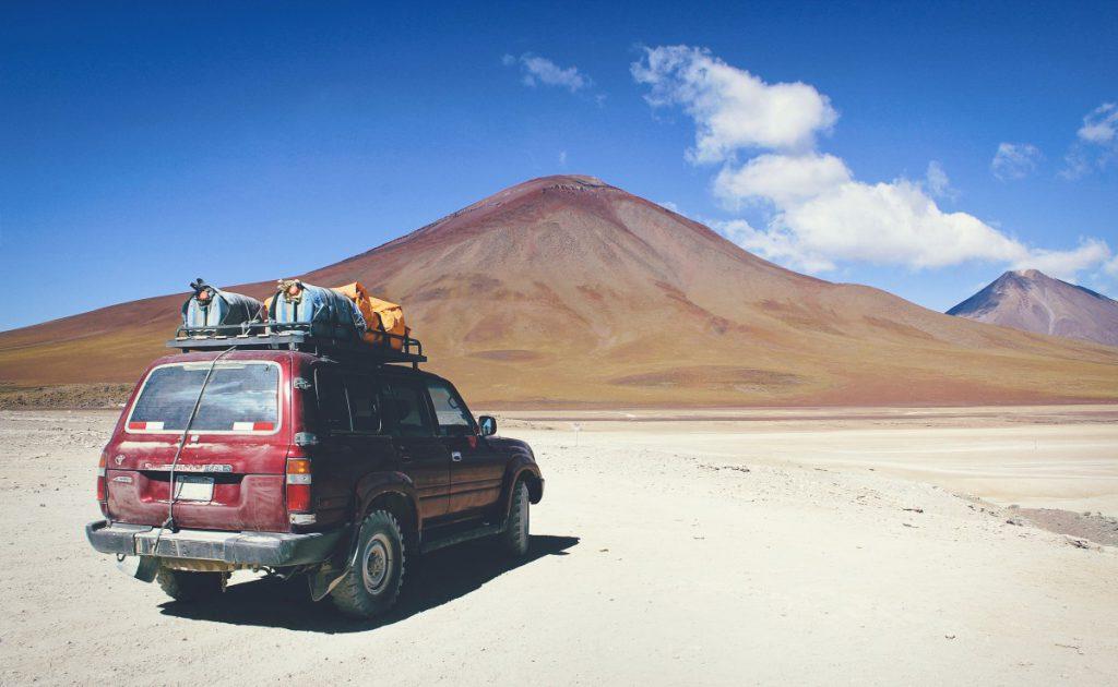 de woestijn in met de auto