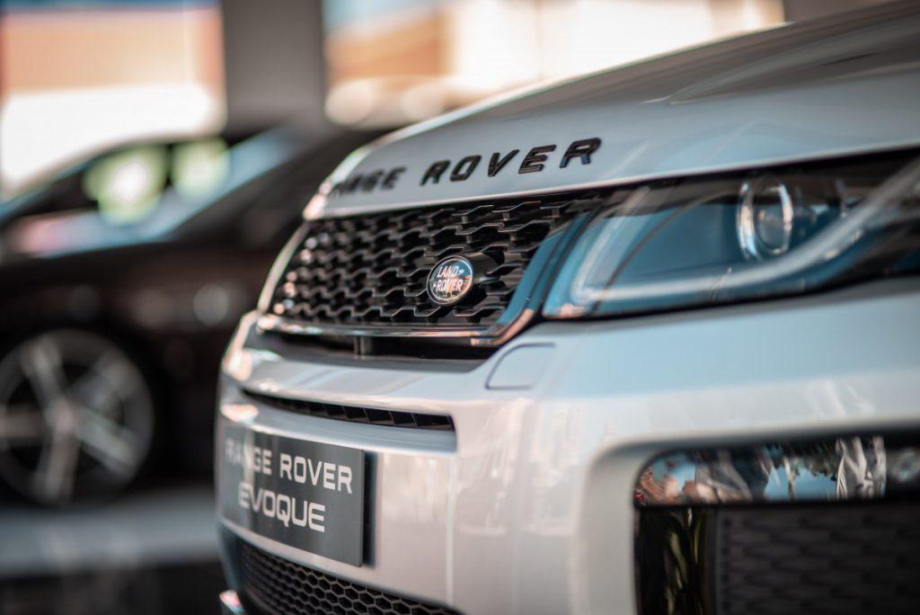 Een toffe range rover behoort ook zeker tot de mogelijkheden om te importeren