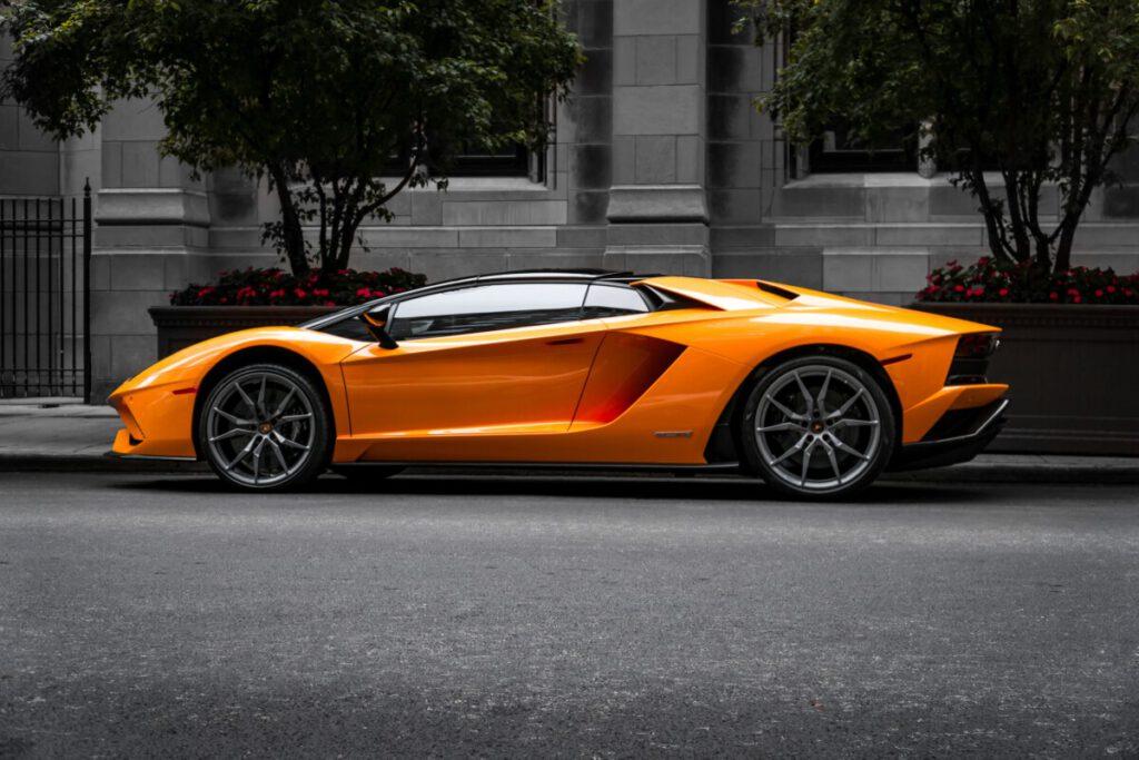Lamborghini en postzegels sparen via Bitcoin