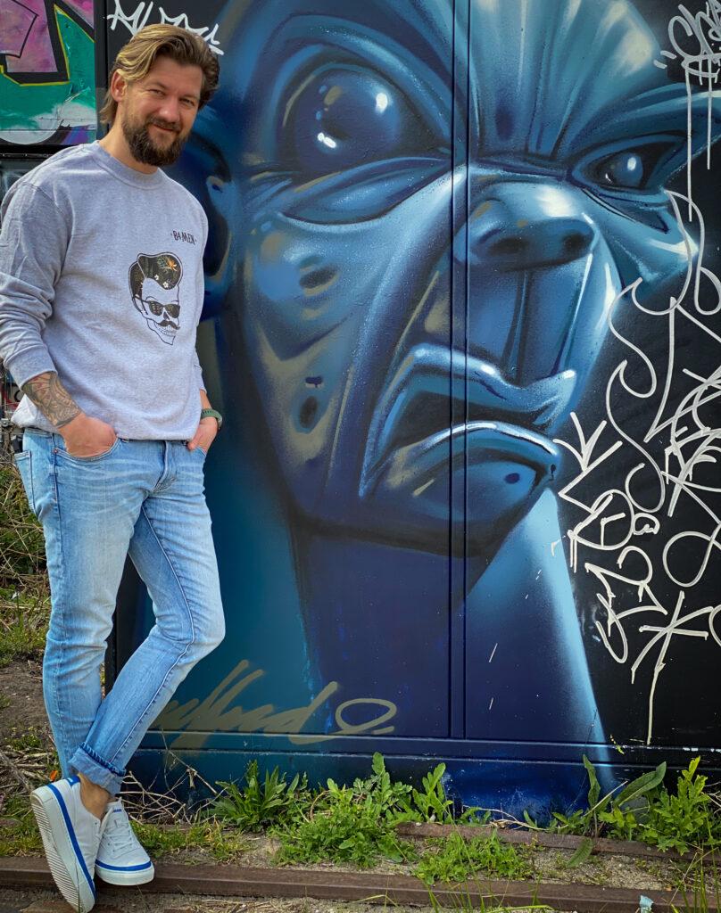 B4men sweater