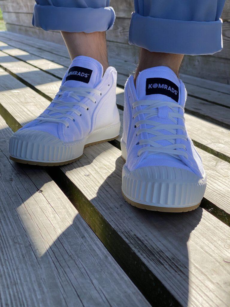 witte Komrads schoenen